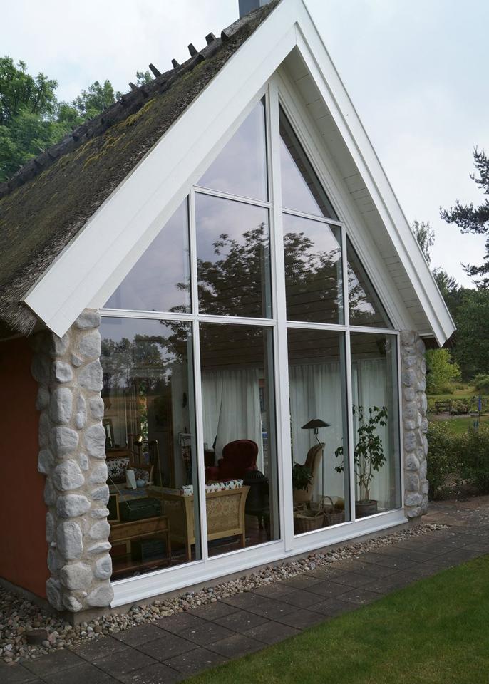 Glas för hus och hem fixar vi på Dan Roos Bygg AB - totalentreprenader av ny-, till- och ombyggnationer.